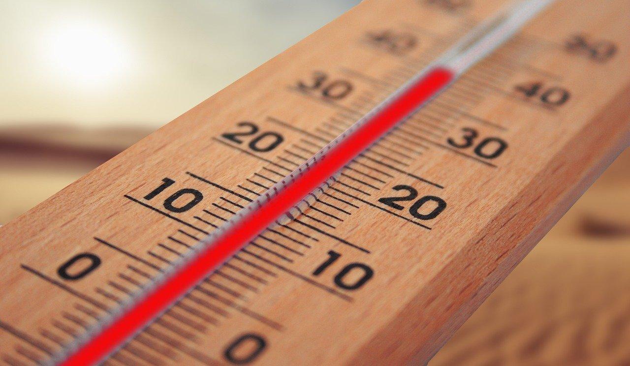 Eksperts stāsta, kā īpaši karstā laikā izvairīties no veselības problēmām (video)